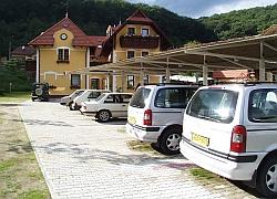 Parkoló több mint 40 gépkocsis (és akár busz) számára